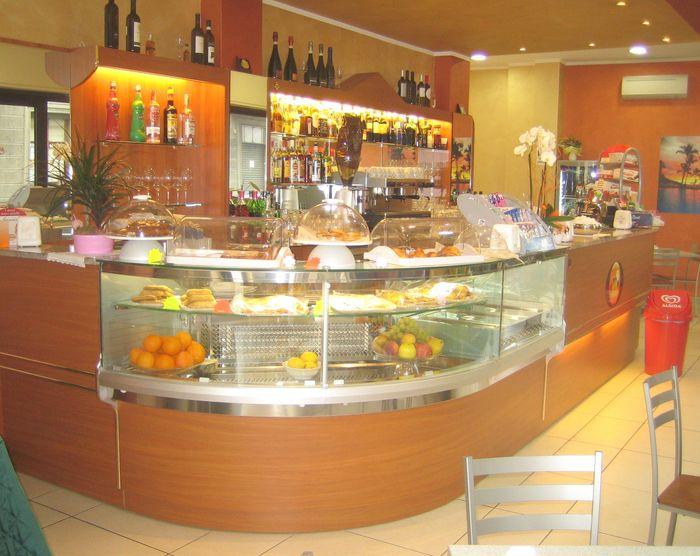 Banchi bar calabria compra in fabbrica banconi bar for Arredamenti bar prezzi